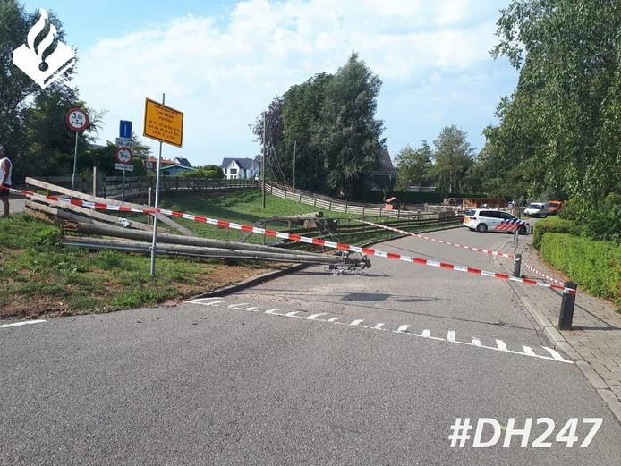 De weg is afgesloten. Herstelwerkzaamheden duren ruim twee uur.