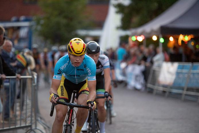 Jelle Wolsink op weg naar de winst in Goor en de eindzege in de Criterium Cup.