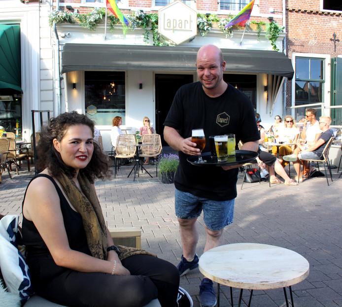 Oud-medewerkster Altje Hursepuny en eigenaar Maicel van den Heuvel.