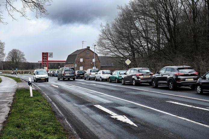 Grote drukte bij benzinepomp Star bij Elten begin deze maand, vlak voor Duitsland een negatieve coronatest verplicht stelde.