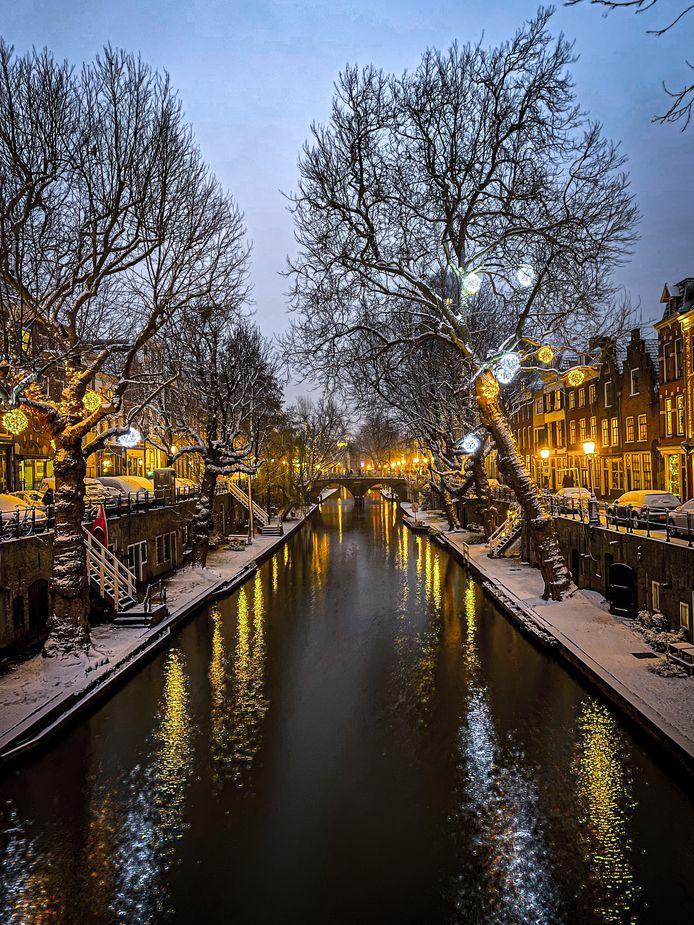 Winterse foto's uit Utrecht. De Oudegracht