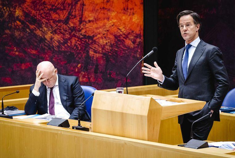 Nederlands premier Mark Rutte en minister van Justitie en Veiligheid Ferdinand Grapperhaus, gisteren in de Tweede Kamer tijdens het debat over de avondklok. Beeld ANP