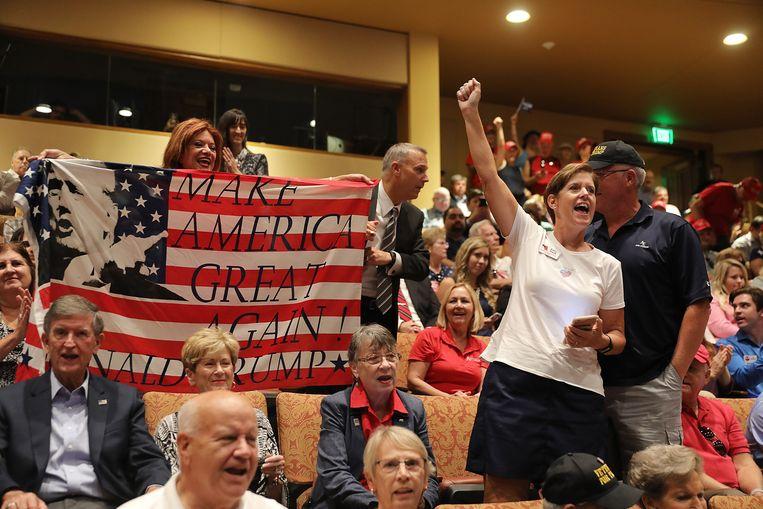 Aanhangers juichen Trump toe tijdens een bezoek van de president vorige maand aan The Villages in Centraal-Florida.  Beeld AFP