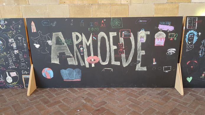 Een bord gemaakt door kinderen van een Ieperse school.