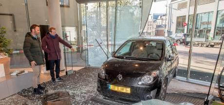 Slot om hek politiebureau tijdens ramkraak op Tielse modezaak: politiewagen liep vertraging op