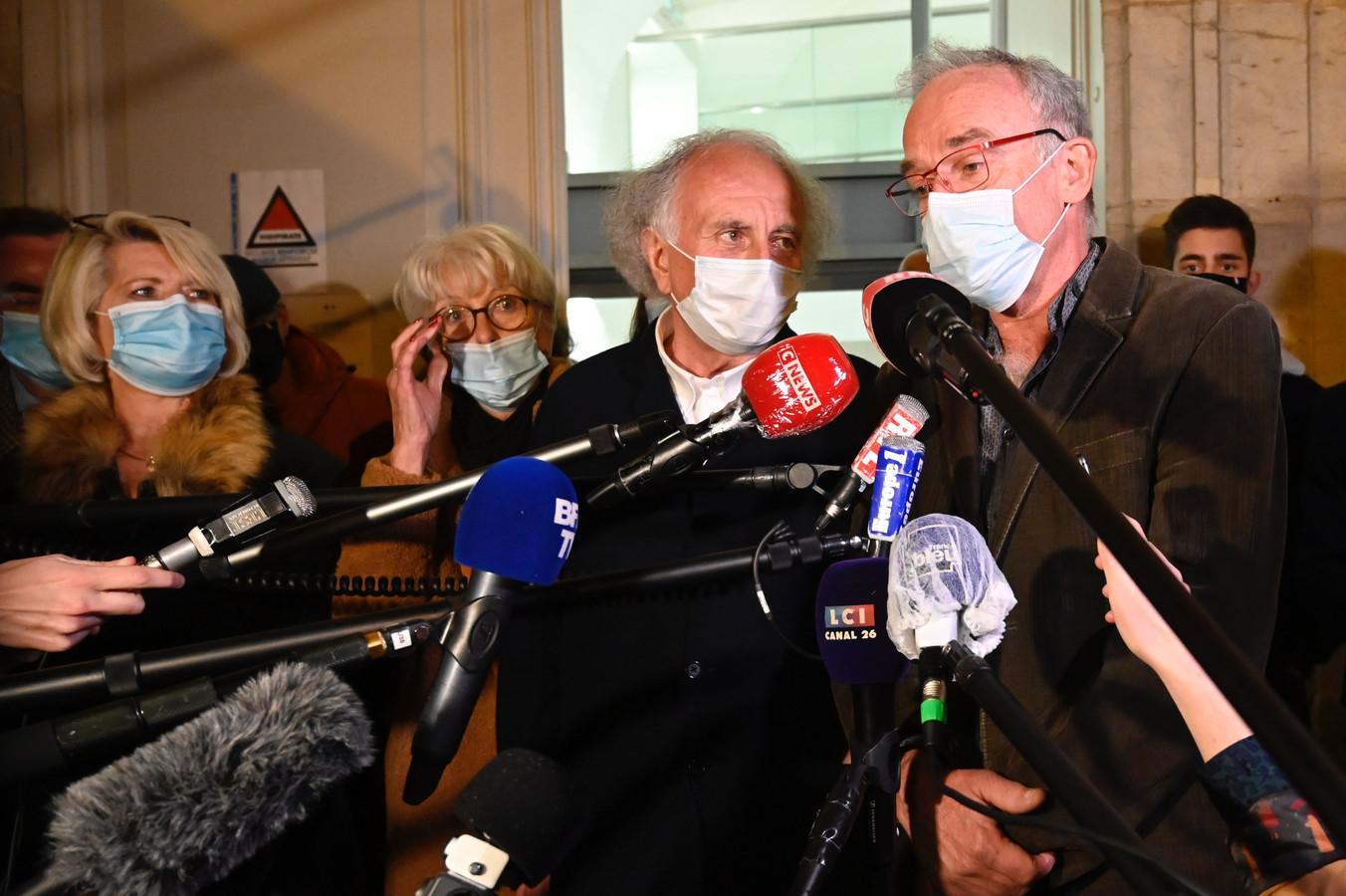 Isabelle (à l'extrême gauche) et Jean-Pierre Fouillot (à droite), les parents d'Alexia Daval