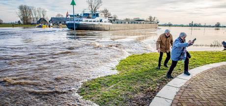 OPROEP   Zeldzame zomerse hoogwatergolf in de IJssel: wat valt jou op?