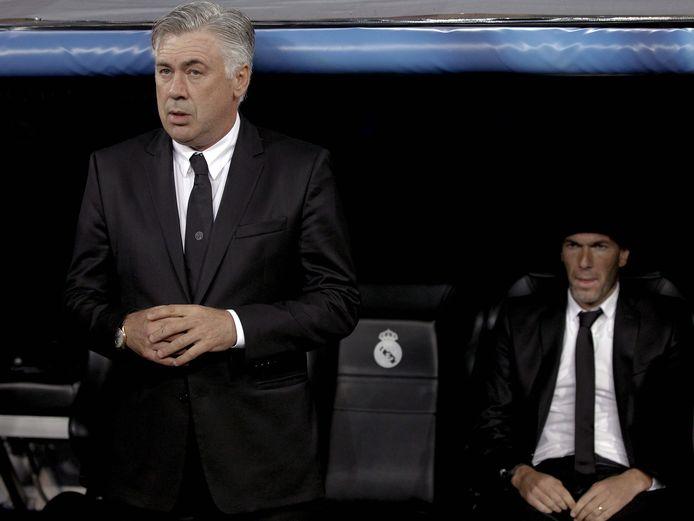Carlo Ancelotti op archiefbeeld met zijn voorganger Zinedine Zidane.