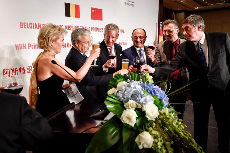 Prinses Astrid, Didier Reynders, Pieter De Crem, Willy Borsus, Pascal Smet en Jan Jambon in China.  Beeld BELGA