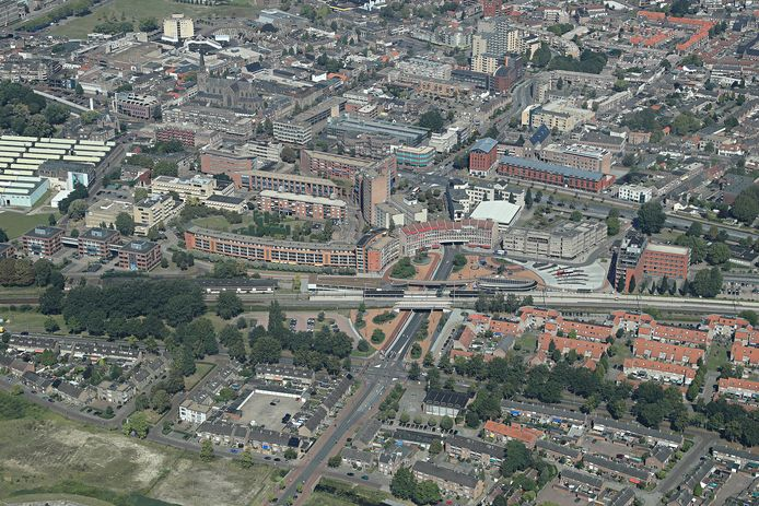 Het centrum van Helmond, met centraal het NS-station.