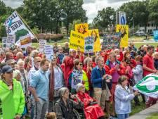 Vijfhonderd mensen tijdens protest Lelystad Airport in Zwolle