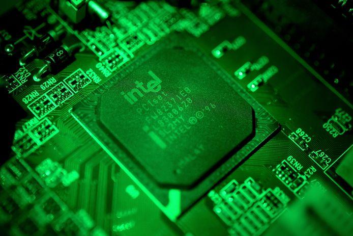 Een moederbord met een chip van Intel.