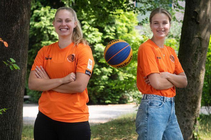Charlotte van Kleef (rechts) en Laura Westerik op archiefbeeld.