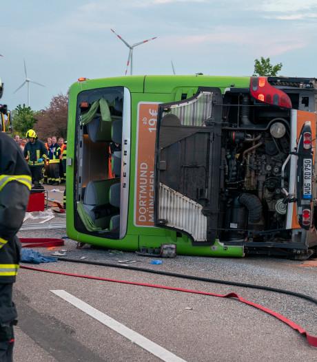 Dode en gewonden bij busongeval in Duitsland, chauffeur viel mogelijk in slaap