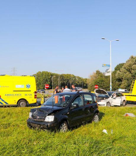 Ongeval in Apeldoorn op afrit A1: één gewonde, verkeer kan na fikse vertraging weer doorrijden