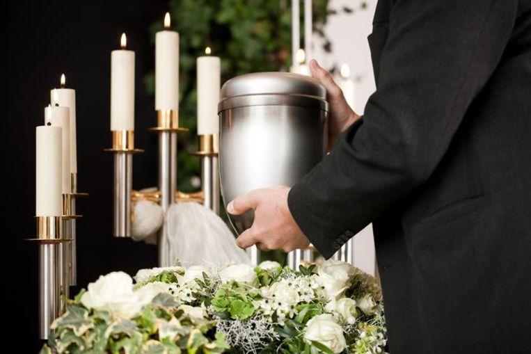 Een urn met de as van een gecremeerde overledene. Beeld thinkstock