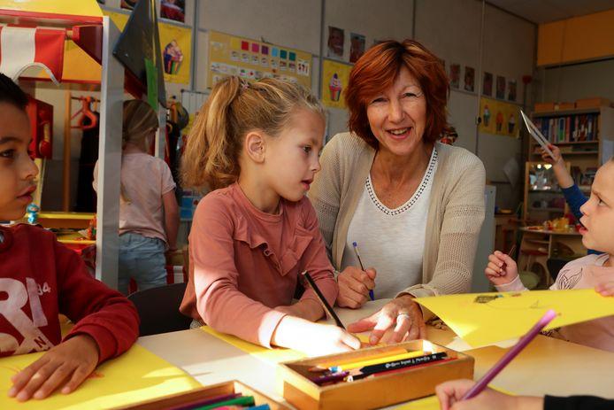 Juf Hetty werkt al veertig jaar op de St. Jozefschool in Achterveld.