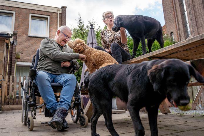 Jeroen en Margot Hilhorst wonen nog even in het huis achter de kerk in Ewijk. Daar moeten ze eind oktober uit. Ze kunnen nog steeds geen andere woning vinden.