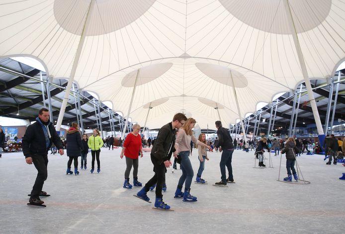 De Scheg in Deventer biedt bezoekers woensdag korting op de entree en een versnapering. Daarmee hopen de ijsbaan (foto)en het subtropisch zwembad extra klanten te lokken op de dag van de onderwijsstaking.