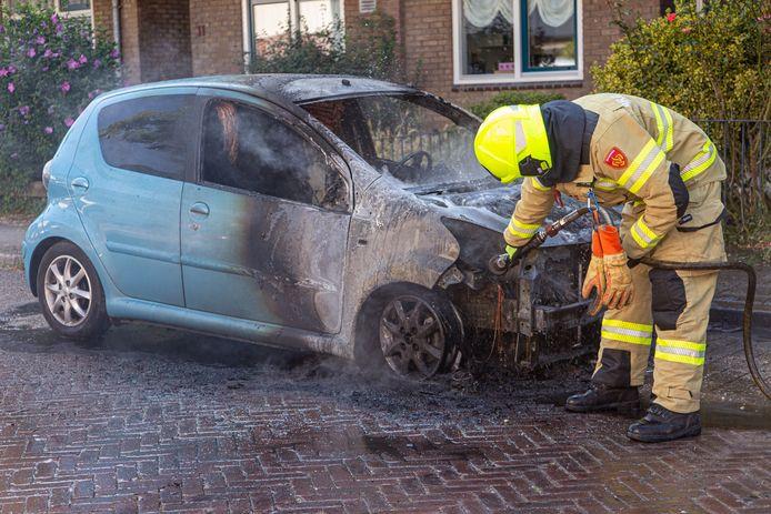 In de van Speykstraat in Arnhem brandde zondagochtend rond 10.00 uur een auto uit.