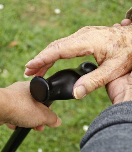 Leefde 'werkster' met haar gezin op grote voet ten koste van een 85-jarige? 'Ik word heel boos, merk ik'