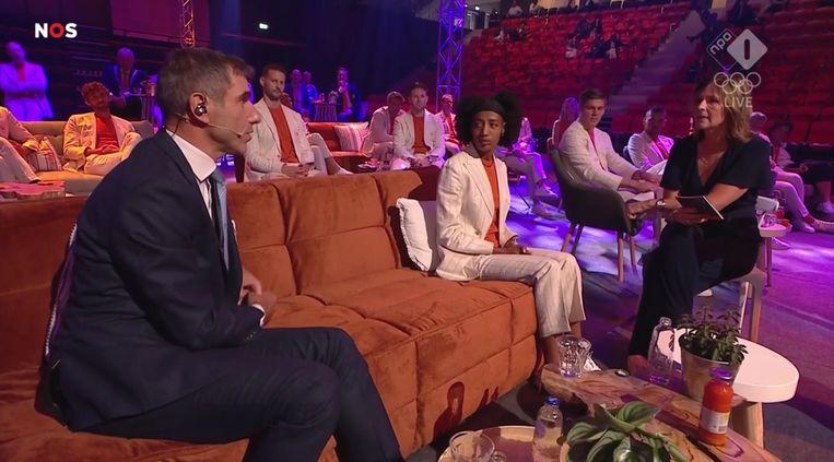 Staatssecretaris Paul Blokhuis en medaillewinnaar Sifan Hassan. Beeld