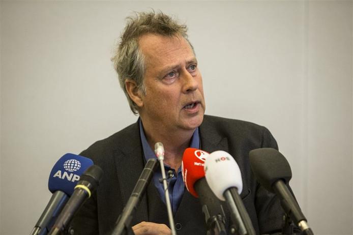 Burgemeester Han Noten tijdens de persconferentie over het treinongeluk bij Dalfsen.