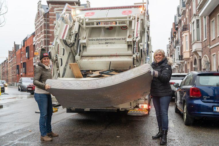 Vorig jaar ging schepen voor Leefmilieu Ingrid Kempeneers (CD&V) nog mee het grof vuil rondhalen. Vandaag schaft ze de maatregel af.