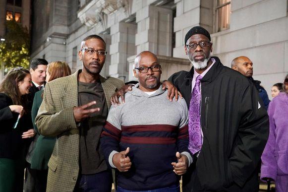 Alfred Chesnut, Andrew Stewart en Ransom Watkins poseren voor een foto na hun vrijlating in Baltimore.