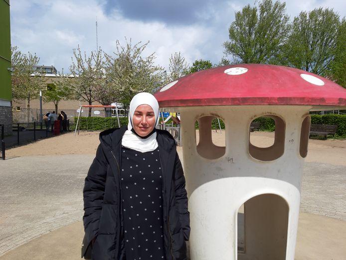 Zeynep Özdemir wil graag een huis zonder vocht en schimmel, maar wil haar buurvrouw niet missen straks in Den Haag Zuidwest.