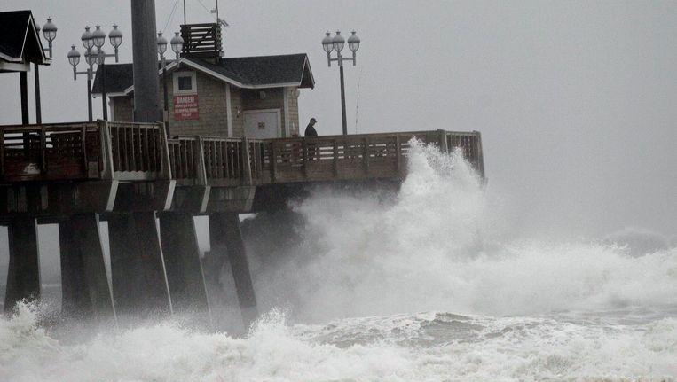 Hoge golven teisteren de Amerikaanse oostkust.