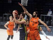 Basketbalinternational Hammink tekent bij Den Bosch: 'Ik wil komend seizoen winnen van mijn vader'
