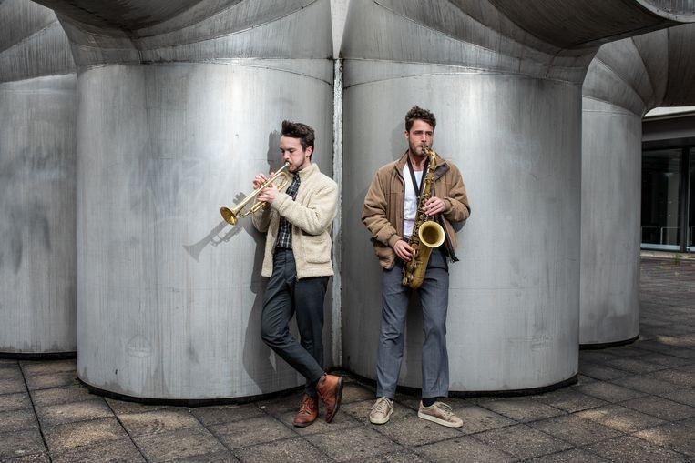 Trompettist Ian Cleaver en saxofonist Gideon Tazelaar, die elkaar leerden kennen in het Nationaal Jeugd Jazz Orkest in 2009.   Beeld Nosh Neneh