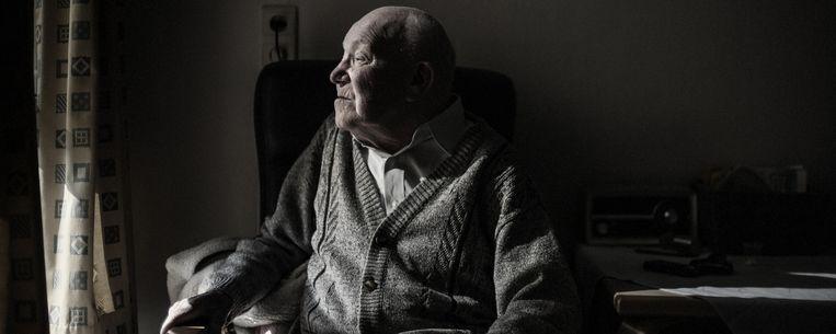 Carlos Gallez (92) woont nog maar net in woonzorgcentrum Sint-Jozef in Kortrijk. Beeld KAROLY EFFENBERGER