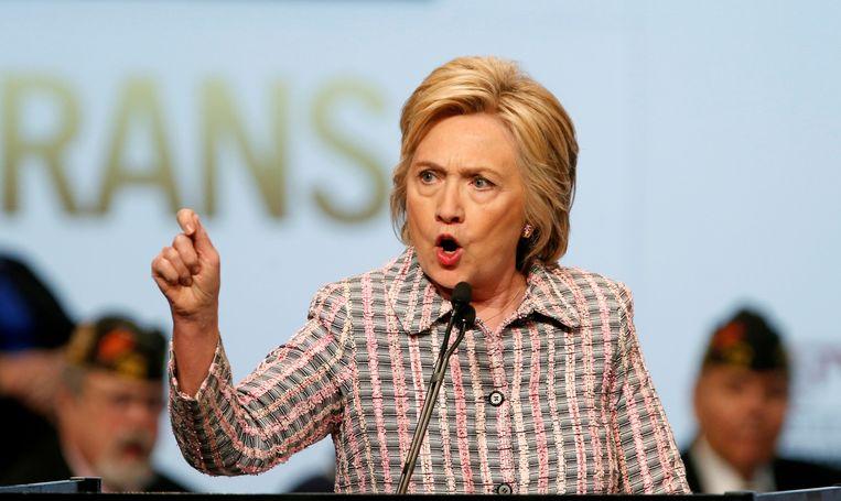 Clinton schoot zichzelf onder meer in de voet door blanke, arme kiezers 'zieligaards' te noemen. Een blunder die de Democraten nu niet zullen begaan. Beeld REUTERS