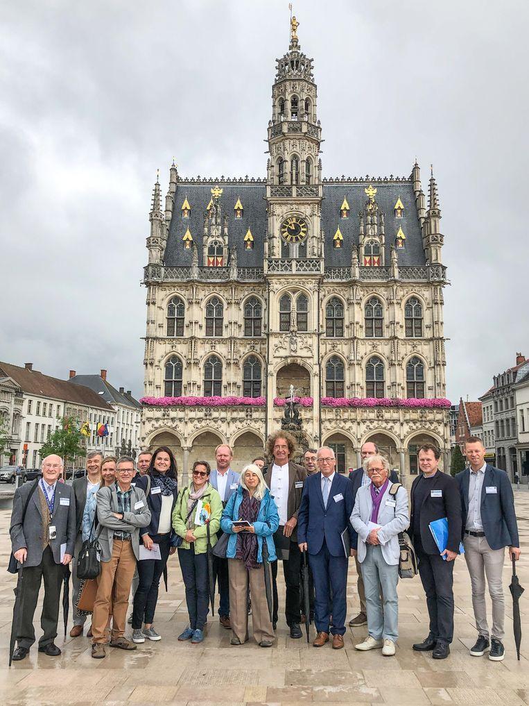 Het stadsbestuur liet de juryleden onder meer de vernieuwde Markt zien.