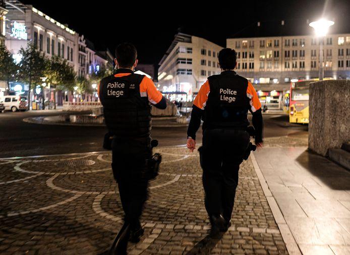 Luikse agenten op avondklok-patrouille (archieffoto 24 oktober 2020)