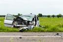 De personenauto raakte zwaar beschadigd bij het ongeluk. De bestuurder, een 72-jarige vrouw, is ter plekke gereanimeerd.