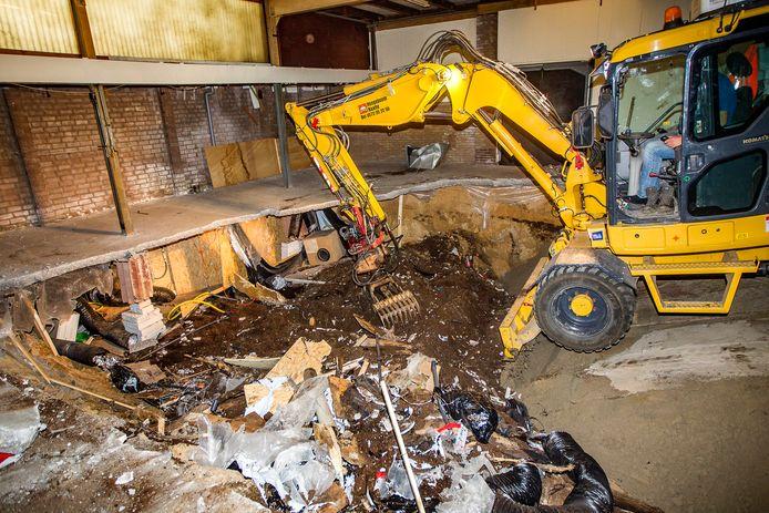 Na de ontdekking werd de kelder onder het gebouw in Raalte afgegraven.