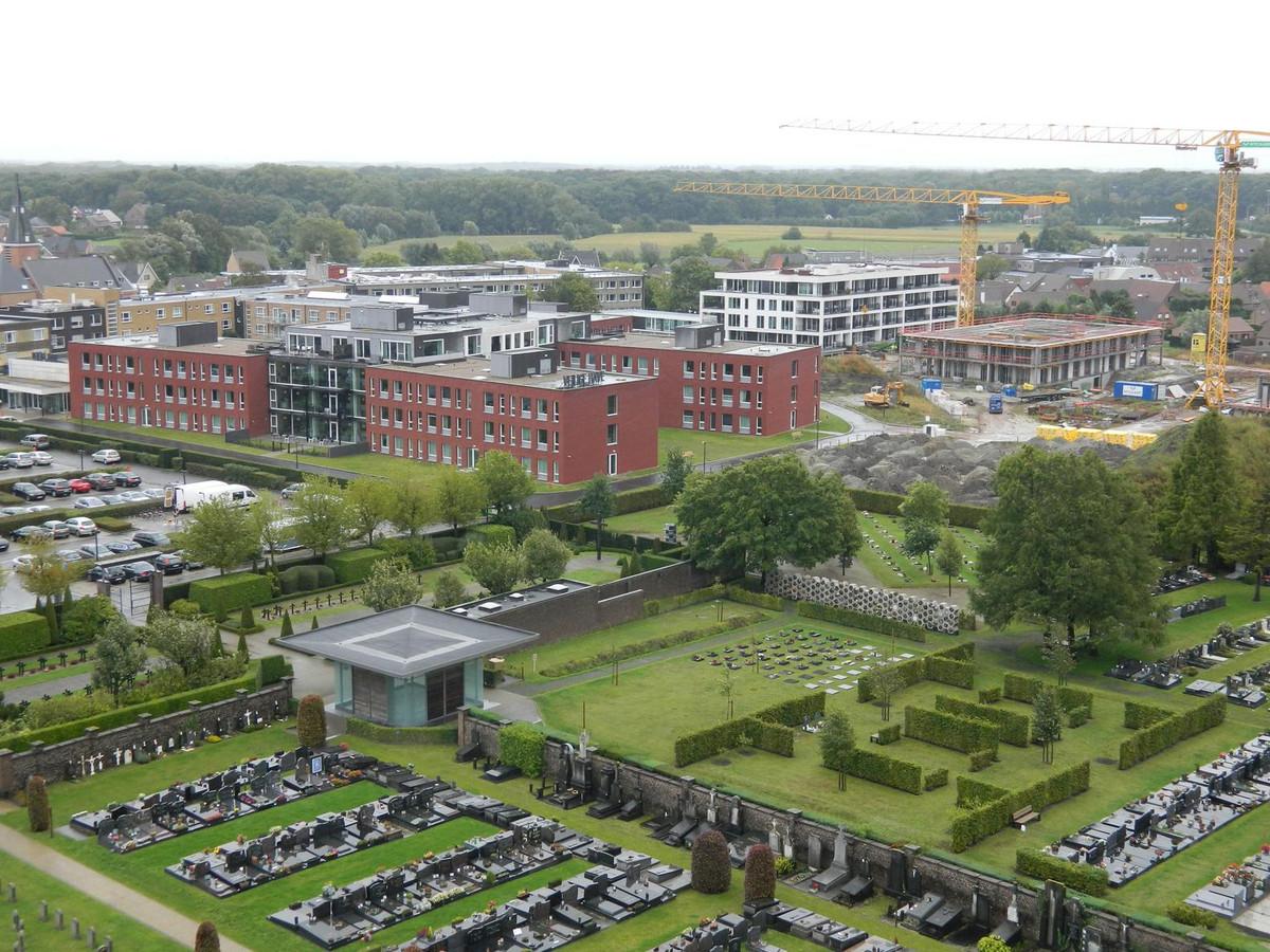 Het woonzorgcentrum Veilige Have is uitgegroeid tot een seniorendorp. Vooraan zie je de begraafplaats van Aalter.