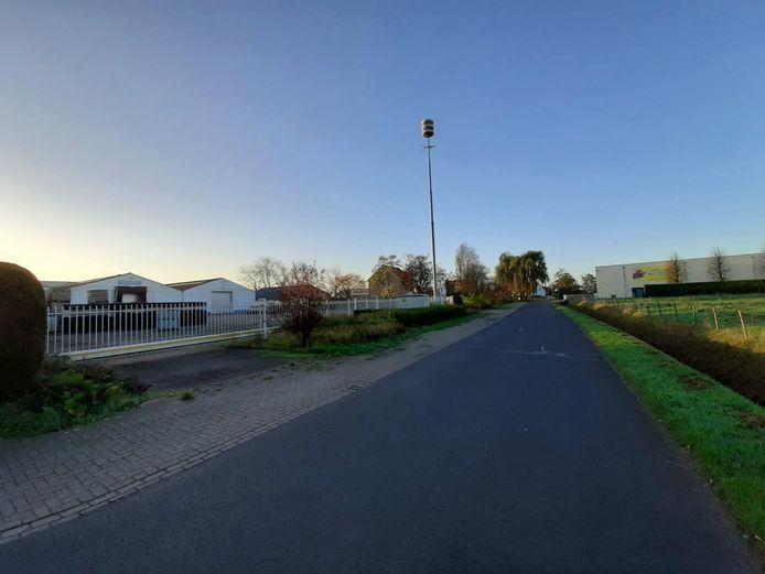 De Grintweg in Yerseke. Aan beide kanten van de weg staan oude bedrijfspanden van Prins & Dingemanse te koop. De VVD vindt dit goede locaties voor woningbouw.