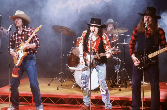 De Achterhoekse popgroep 'Normaal' met zanger Bennie Jolink in 'Klassewerk'. Foto uit 1985.