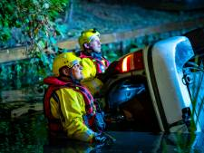 Auto in IJsselmonde te water, bestuurder spoorloos