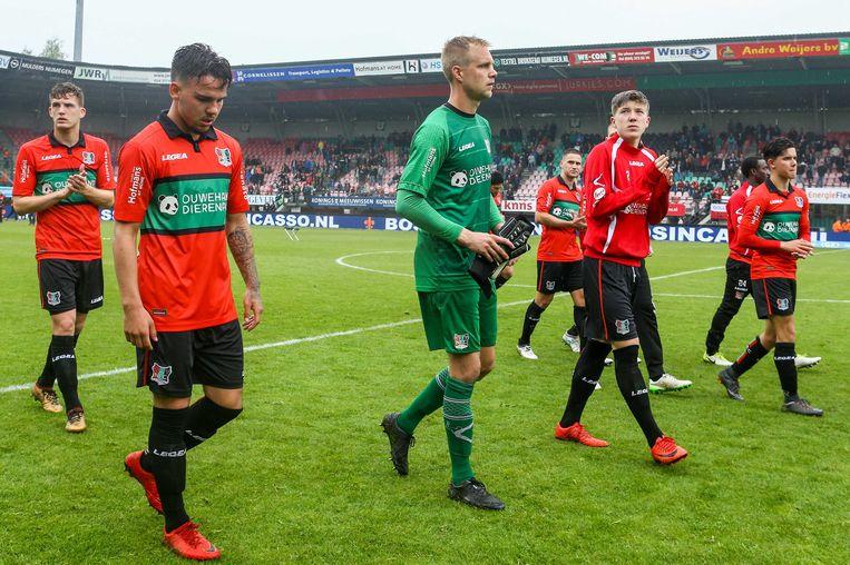 Ontreddering bij de spelers van NEC, nadat een 4-1 overwinning op FC Emmen te weinig bleek om de Nijmegenaren naar de finale van de play offs voor promotie te krijgen. Beeld ANP