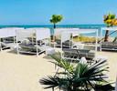 Villa Alwin Beach Resort: loungen aan zee.