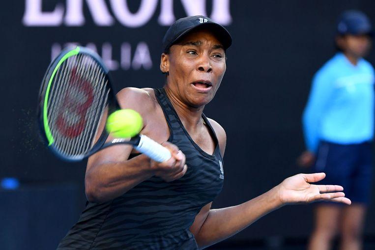 Venus Williams haalt uit met de forehand op de Yarra Valley Classic, een voorbereidingstoernooitje in Melbourne. Beeld AFP