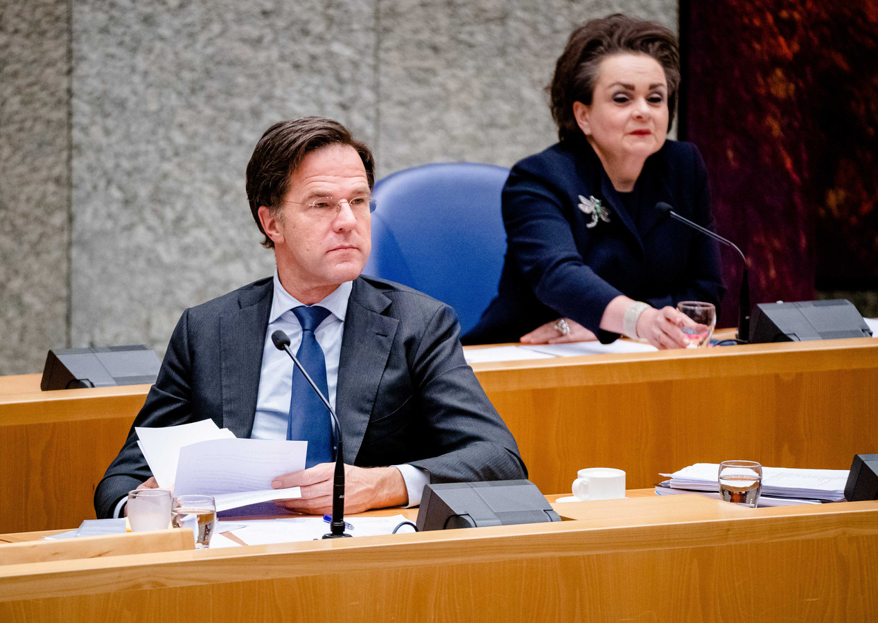 Demissionair Premier Mark Rutte en Demissionair Staatssecretaris Alexandra van Huffelen van Financiën tijdens een debat over het aftreden van het kabinet naar aanleiding van de toeslagenaffaire