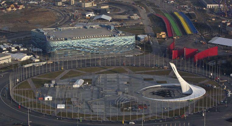 De metershoge fakkel waar vorig jaar het olympisch vuur wakkerde. Beeld REUTERS