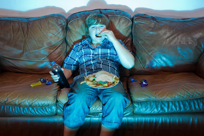 Eva Bronsveld , pedagoog: 'Een avondje eten voor tv? Eens volmondig 'ja' zeggen, is geen toegeven.'   Beeld Getty Images