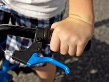 Il vole le vélo d'un enfant après avoir frappé sans raison un passant près d'un supermarché